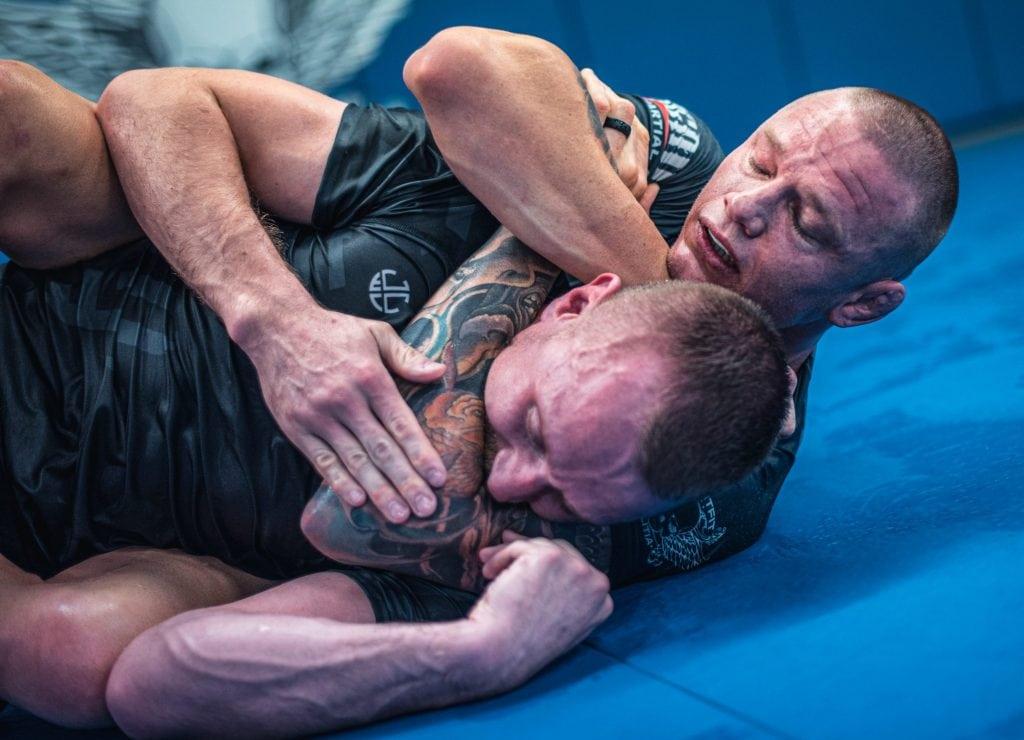 Martin van Staden chokes training partner with a RNC